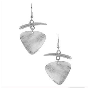 Jewelry - 🎉2X Host Pick🎉Silver Hammered Metal Earrings🦋